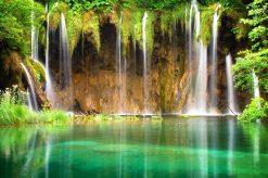 تابلو طبیعت -نمایی زیبا آبشارهای جنگل