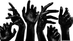 تابلو مفهومی دستها